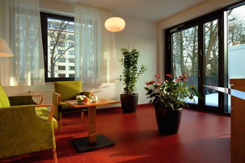 Wintergarten mit Bibliothek
