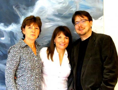 Larisa Miletic (Mitte) mit Mitarbeitern des Caritas-Hospizes Pankow